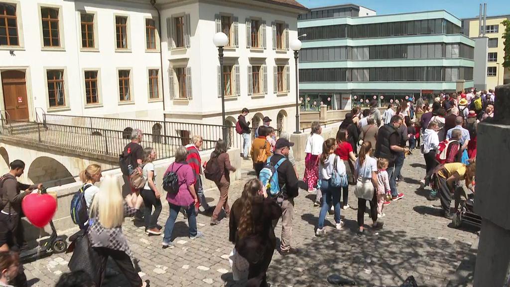 Jetzt live: Corona-Demonstranten ziehen durch Aarau