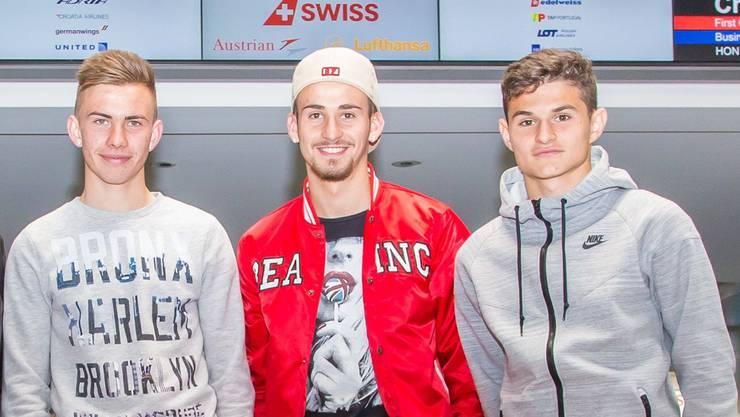 Die drei Solothurner Robin Huser, Alban Selmanaj und Arxhend Cani (v.l.) vor der Abreise auf dem Flughafen Zürich.