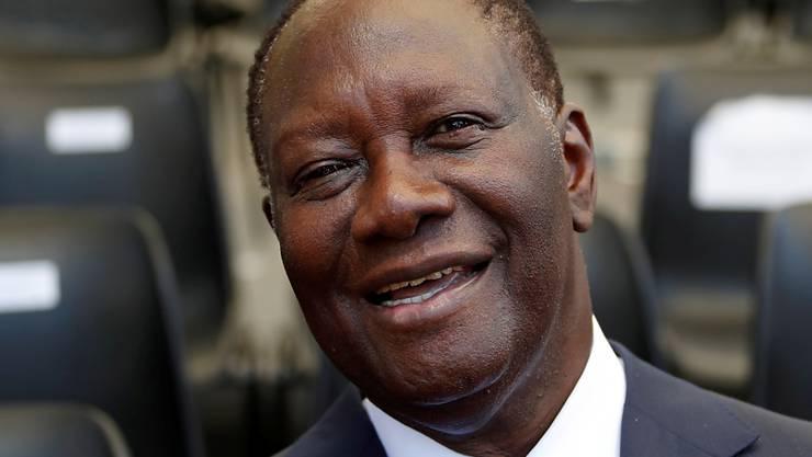 Der amtierende Präsident der Elfenbeinküste, Alassane Ouattara, kann für eine dritte Amtsperiode antreten. Das Verfassungsgericht hat dafür grünes Licht gegeben. (Archivbild)