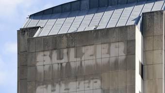 Spuren des Sulzer-Logos an einem Gebäude in Winterthur (Archiv)