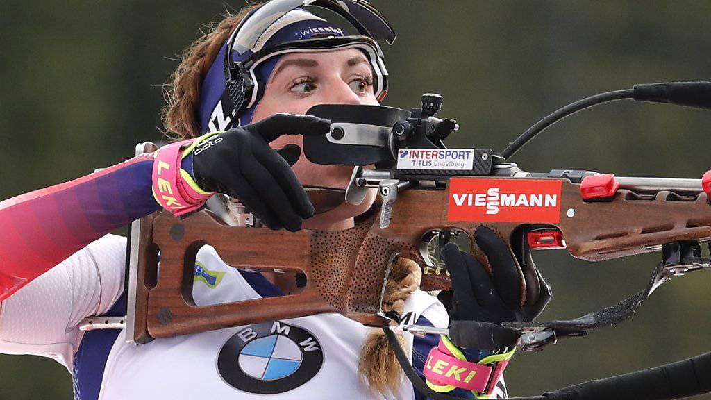 Lena Häcki prüft, ob sich die Windbedingungen verändert haben. (Archivaufnahme)
