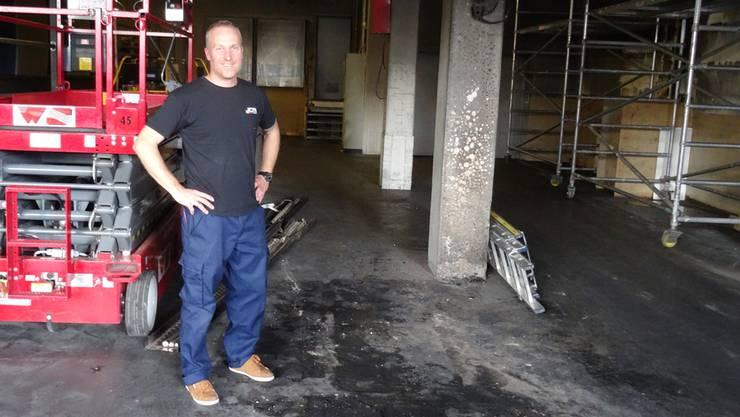 Thomas Häuptli, der Geschäftsführer der Druckerei, ist wegen des Brands extra aus den Ferien zurückgeeilt.