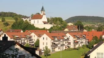In Bözen haben die Stimmbürger an der Gmeind grünes Licht für die Erstellung des Kirchwegs und die Einführung von Tempo 30 gegeben.