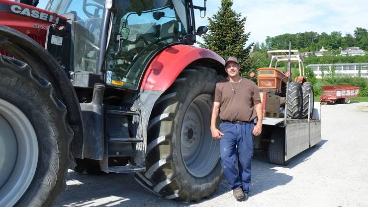 Reto Furter nach seiner Rückkehr aus Slowenien mit dem alten Fiat-Traktor.