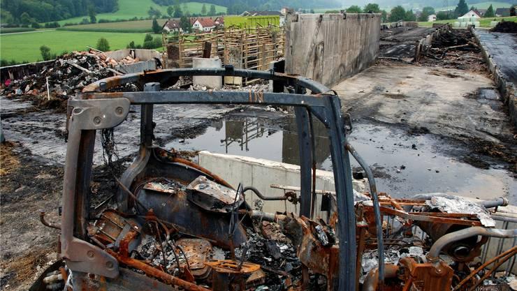 Derzeit wird die Brandstätte geräumt, nachher wird geprüft, ob die betonierten Teile für einen allfälligen Wiederaufbau noch taugen.