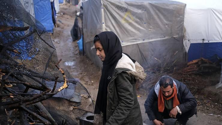 Flüchtlinge in einem Lager auf der griechischen Insel Lesbos. Die Schweiz will Griechenland stärker unterstützen. (Archivbild)