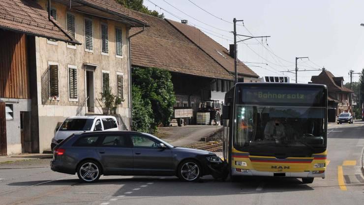Der Bus war noch fahrbar und konnte seine Fahrt später fortsetzen.