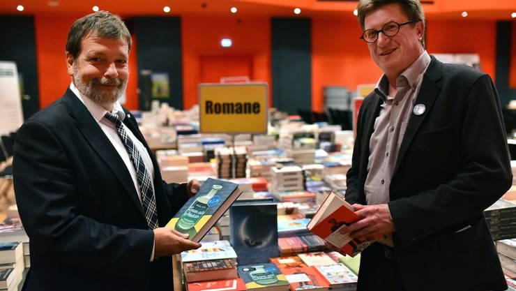 Regierungsrat Heim und Buchmessevater Thomas Knapp bei der Eröffnung der 10. Buchmesse Olten