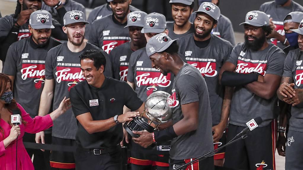 Die Miami Heat feiern hier schon ausgelassen. Mit dem Erreichen der NBA-Finalserie stehen sie als Meister der Eastern Conference fest