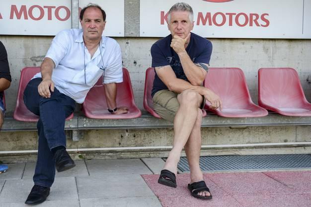 Raimondo Ponte (links) und Livio Bordoli verfolgen das Spiel.