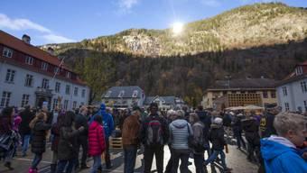 In Norwegen schafft ein Städtchen mit Spiegeln Licht.