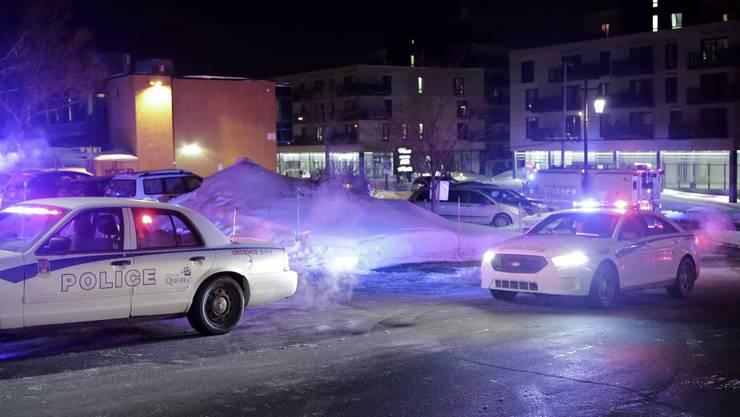 Laut dem Sender CBC News hielten sich mehrere Dutzend Menschen in der Moschee auf, als kurz nach 20 Uhr (Ortszeit) plötzlich Schüsse fielen.