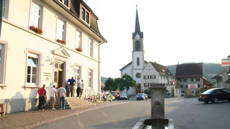 Erlinsbach: Wenigstens die Kirche steht noch mitten im Dorf.