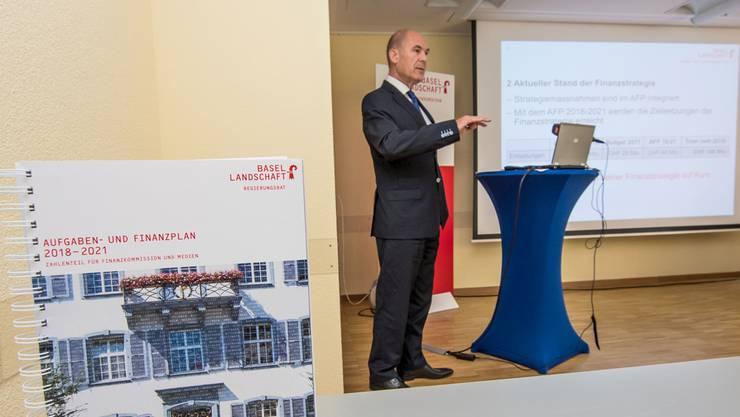 Anton Lauber stellte den Aufgaben- und Finanzplan 2018–21 in Liestal vor.