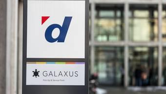 Im Fokus: Digitec-Galaxus baut sein Sortiment deutlich aus. (KEYSTONE/Gaetan Bally)