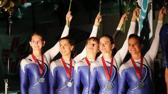 Silbermedaille für das Team Zürich 1 in der Kategorie Damen - mit Nathalie Schneider und Maya Keller.