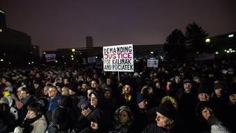 Abendliche Kundgebung in Bratislava für den erschossenen Journalisten Kuciak und dessen Verlobte