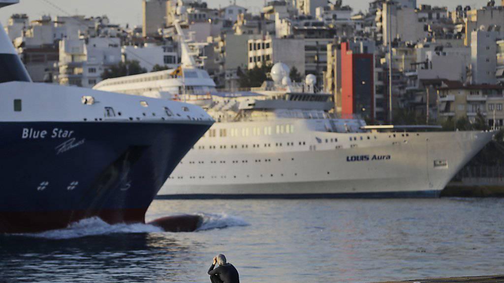 Der Hafen von Piräus wird verkauft: Das griechische Parlament stimmt dem Deal zu. (Archivbild)