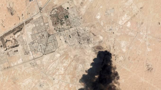 Der Angriff im saudi-arabischen Abkaik liess den Rohöl-Preis stark steigen. (Quelle: AP)