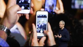 Apple hat mit 45,51 Millionen iPhones erneut weniger Geräte verkauft im vergangenen Quartal. (Archivbild)