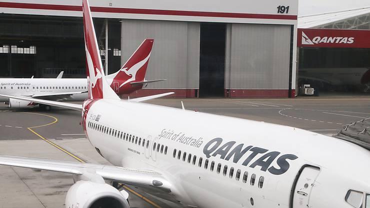 Zwei Maschinen des Typs Boeing 737 der australischen Fluggesellschaft Qantas am Flughafen von Sydney. (Archivbild)