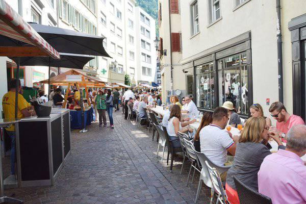 Ein Viertelkilometer Genuss. Die Grande Tavolo in Chur. (Bild: charlys-foto.ch)