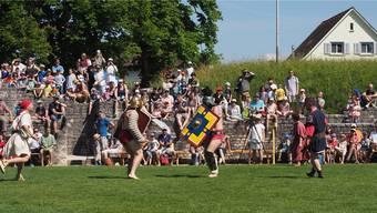 Wie hier 2017 werden auch am nächsten Römertag die Gladiatoren im Amphitheater gegeneinander antreten.