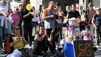 """Kritik an """"Zwangsbestrahlung"""": Mehrere tausend Menschen haben auf dem Bundesplatz gegen 5G demonstriert."""