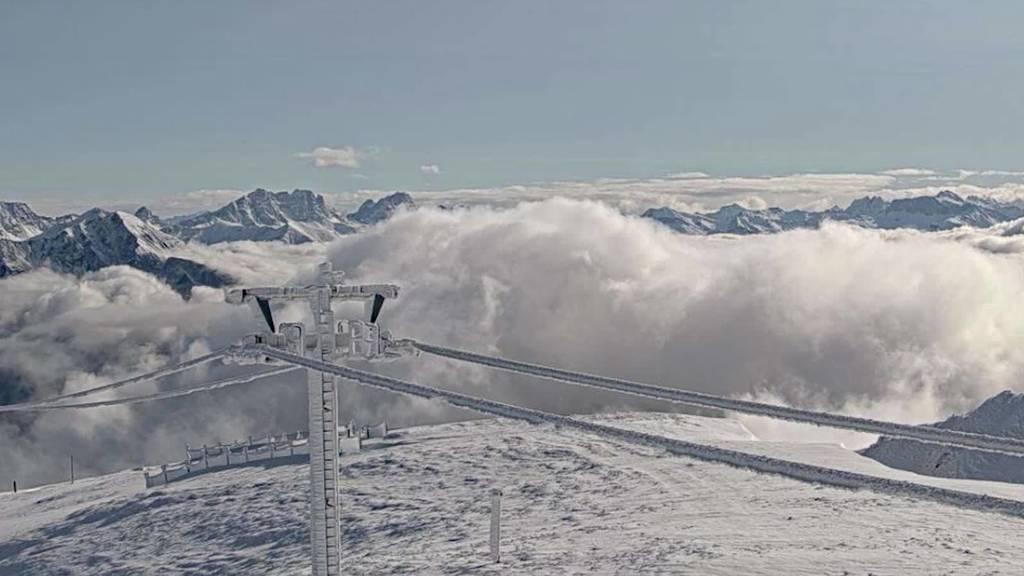 So schön präsentieren sich die verschneiten Bergspitzen im FM1-Land