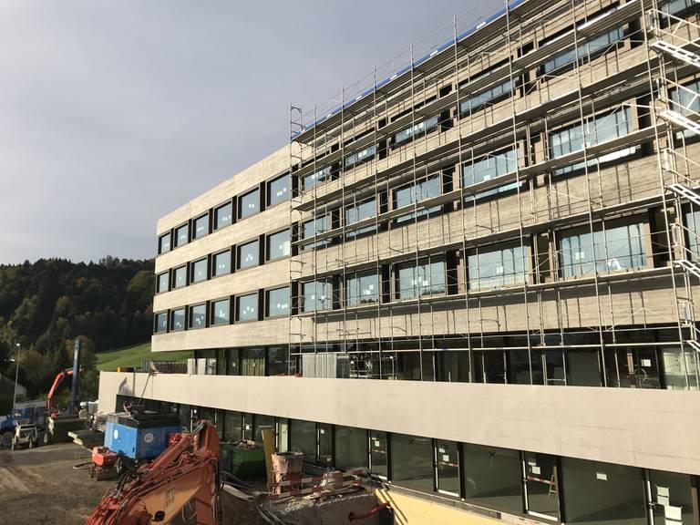 Bild des fast fertigen Neubaus am Spital Wattwil. (Bild: zVg)
