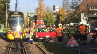 Beim Unfall wurde die Beifahrerin im Auto verletzt.
