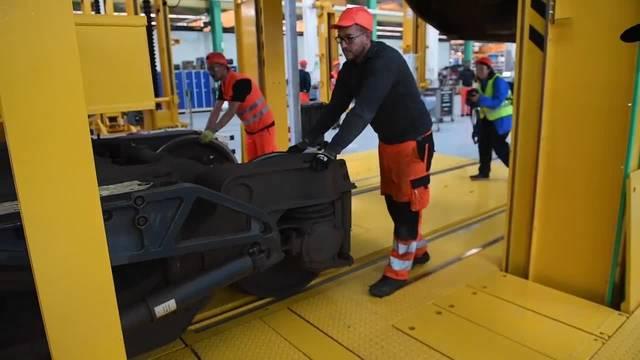 SBB Wartungshalle kann ganze Züge abheben lassen