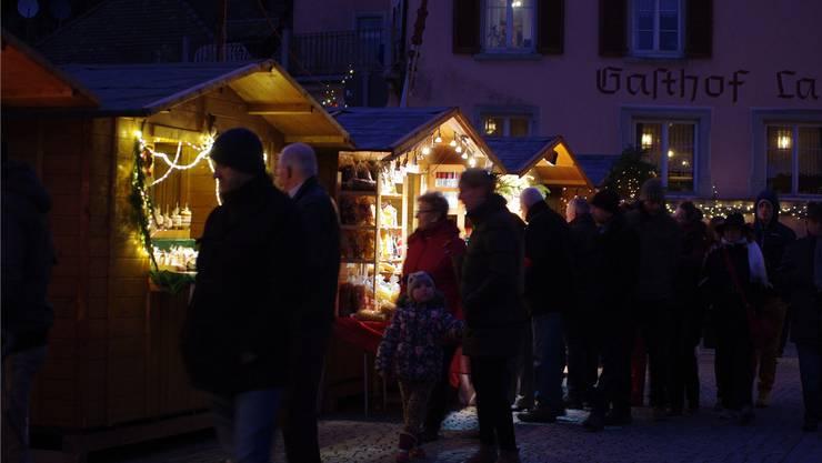 Nach Einbruch der Dunkelheit präsentierten sich die Buden 2014 bei der Altstadtweihnacht besonders stimmungsvoll.
