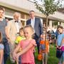 Der Regierungsrat (hier Bildungsdirektor Alex Hürzeler, Mitte) bei der Eröffnung des Kindergartens Herrengasse in Niederlenz) will das Eintrittsdatum für den Kindergarten nicht ändern.