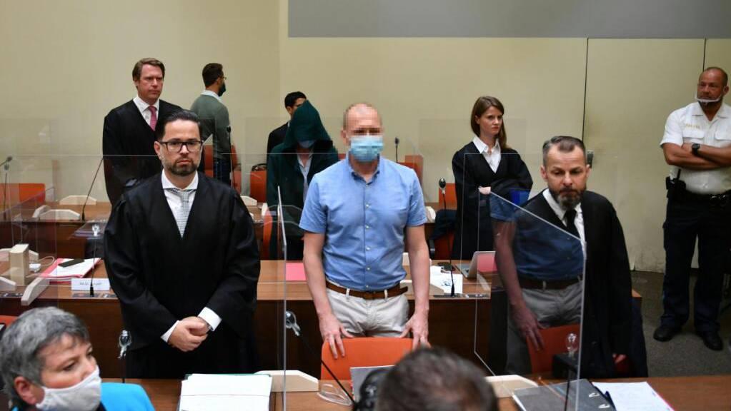 Mark S. (mit Maske) bei der Urteilsverkündung in München
