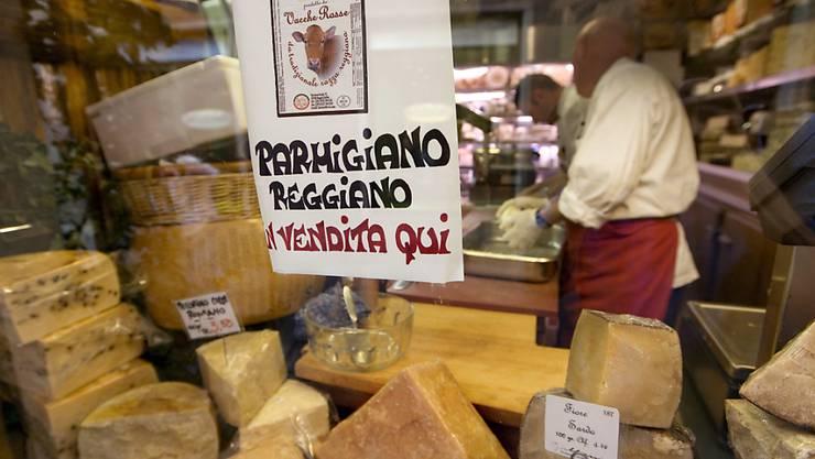 Nach jahrelanger Reifung besitzt Parmesan seinen charakteristischen Geschmack. Forscher haben identifiziert, was diesen Geschmack ausmacht. (Archivbild)