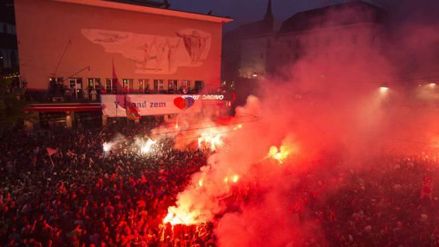 Auf dem Barfüsserplatz in Basel wird der FCB-Meistertitel gefeiert