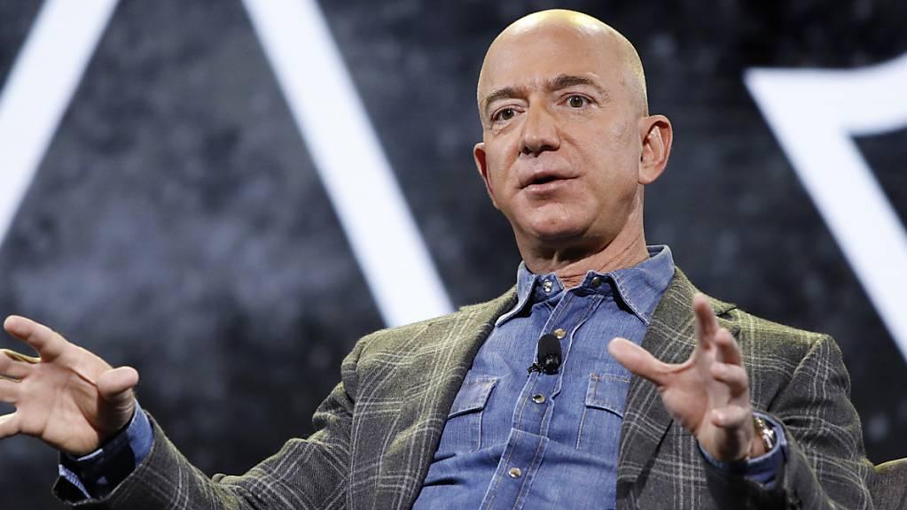 Ein privater Flug ins All mit Jeff Bezos kostet stolze 28 Millionen Dollar. Zu diesem Preis ist bei einer Auktion das Flugticket verkauft worden. (Archivbild)