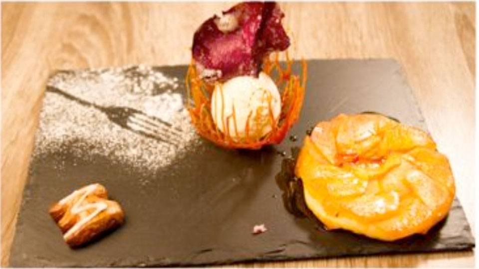 Apfel-Tarte Tatin mit Lebkuchenglacé