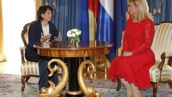 Die kroatische Präsidentin Kolinda Grabar-Kitarović (r) und Bundespräsidentin Doris Leuthard am Dienstag in Zagreb.