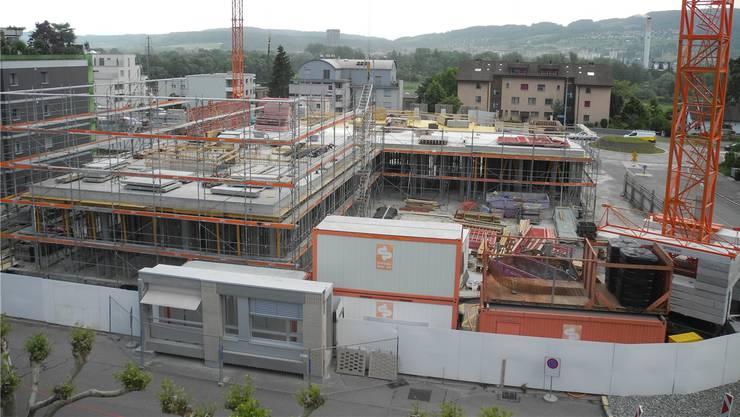 Der Rohbau des Geroldswiler Bauprojekts Baufeld Ost soll im September fertig sein.