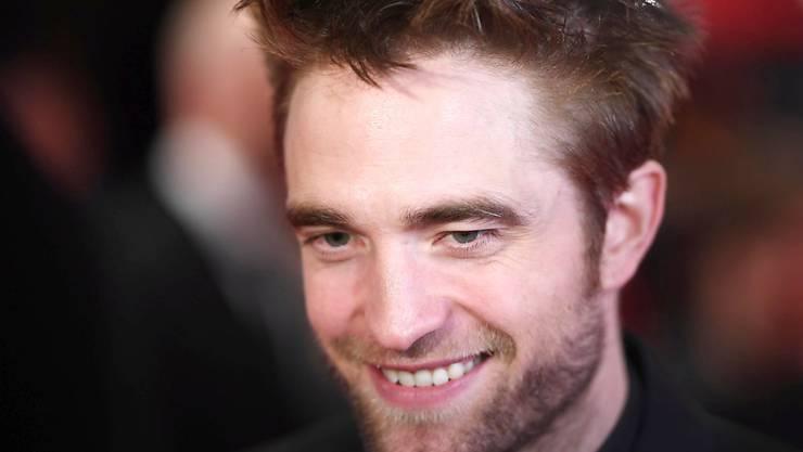 """Den britischen Schauspieler Robert Pattinson kennt man bisher als Vampir aus der """"Twilight""""-Saga. Jetzt soll er ins Fledermauskostüm schlüpfen und als """"Batman"""" agieren. (Archivbild)"""