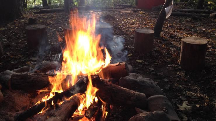 Verboten bleibt dagegen das Grillieren auf selbst mitgebrachten Grills oder auf selbst errichteten Feuerstellen.