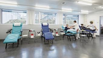 Im Blutspendezentrum Olten läuft der Betrieb weiter. In manchen Gemeinden ist der Blutspendebus unterwegs.
