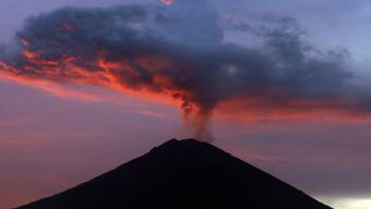 """Ist erneut ausgebrochen: der Vulkan Gunung Agung (""""Wunderbarer Berg"""") auf der indonesischen Ferieninsel Bali. (Archiv)"""