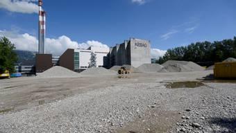Für den heutigen Kiesablagerungsplatz (Vordergrund) muss mit dem Neubau der Kehrichtverbrennungsanlage ein neuer Standort gefunden werden.
