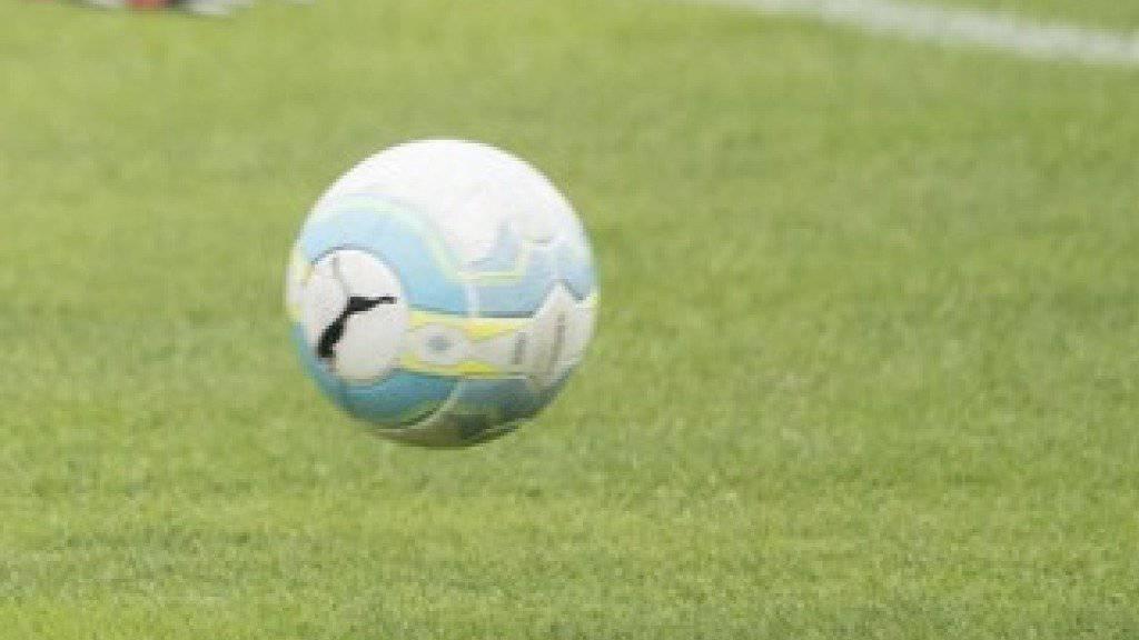 Im Kanton Luzern ist ein Drittliga-Fussballspiel wegen Handgreiflichkeiten vorzeitig abgebrochen worden und die Polizei ist eingeschritten. Zwei Personen wurden verletzt. (Symbolbild)