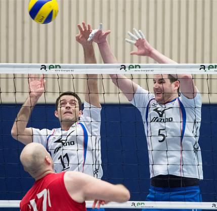 Optimistisch für die Playouts: Olten mit Captain Daniel Vega (l.) und Samuel Lobsiger. Marcel Bieri