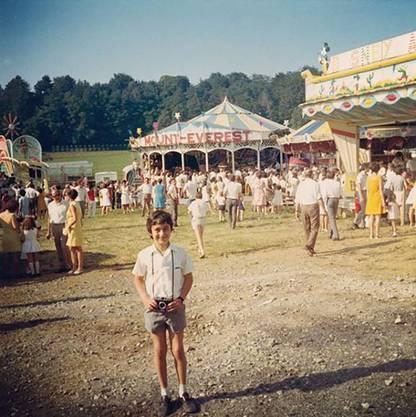 Der junge Henry Leutwyler am Jugendfest Lenzburg. Unverzichtbar: die Kamera um den Hals. Das Bild wurde von seinem Vater, Henry Leutwyler, aufgenommen.