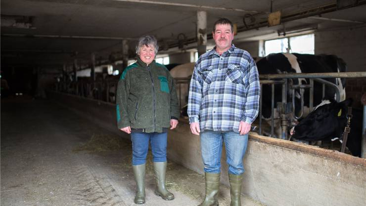 Theres und Fritz Pfister erledigen die Arbeit auf ihrem Bauernhof in Küttigkofen zu zweit. Vor Jahren arbeiteten hier noch vier Personen.